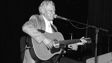 Folk & Bluegrass: Doc Watson Pickin' and Grinnin'