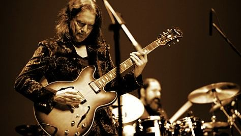 Blues: Robben Ford Cuts Loose in Osaka